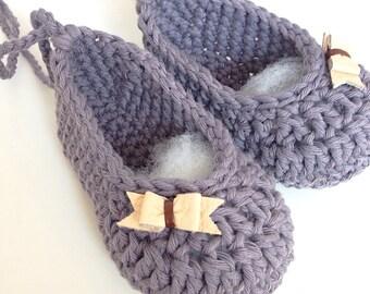 Crochet ballet booties in plum.