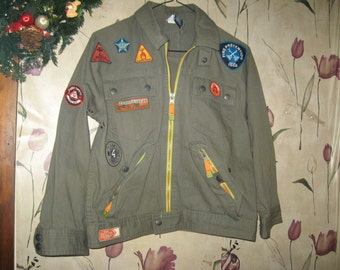 Vintage  hipster girls GAP cotton olive green jacket  with PATCHES  sz    med    7-8