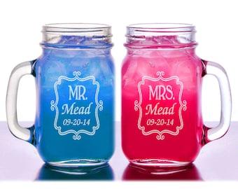 Mr  Mrs Elegant Border Personalized Wedding Mason Jars Engraved His Hers Set of 2 Weddding Gift Favor Idea Newlyweds Jar Handle Mug Glasses