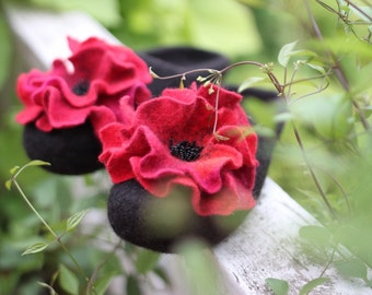 Red poppy felted slippers black women home shoes Eco friendly red flower woolen clogs embroidered slippers women shoes Christmas gift