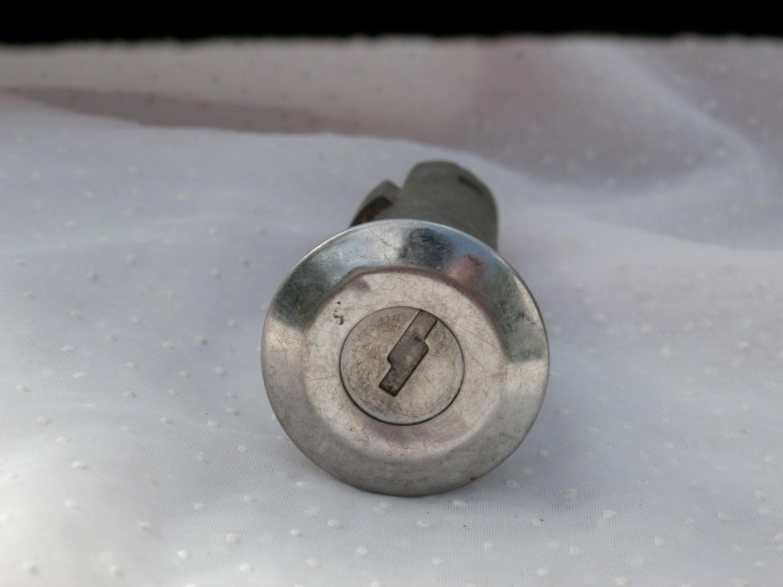vintage car or truck lock no key for crafts or parts. Black Bedroom Furniture Sets. Home Design Ideas