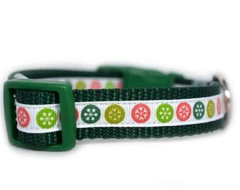 Christmas Flake Dog Collar - 3/4 wide - Christmas dog collar - winter dog collar - green collar - holiday dog collar - festive - small dog