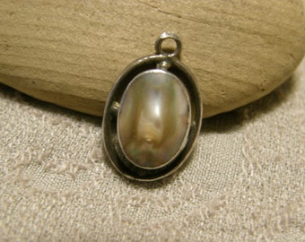 Vintage sterling pendant with blister pearl