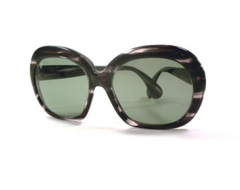 Vintage 1960s Bausch & Lomb RAY BAN Denby Round Marbled Sunglasses Super Mod Bug Eye