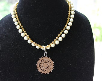 Double strand necklace in neutral colors (0135)