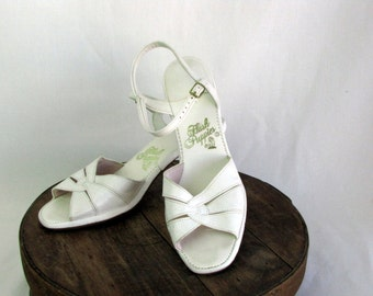 Vintage Hush Puppies Sandals Pumps White size 7
