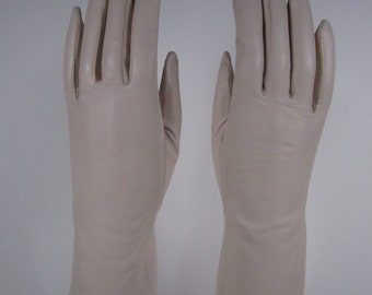 7-Vintage Women's Light Tan Kid Leather Church/Dress Gloves - 10 inches long(241g)