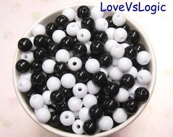 100 Classic Bubble Gum Plastic Beads. Black and White Mix Colors