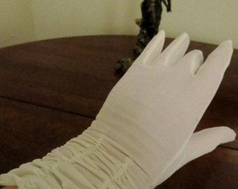 Vintage White Nylon Shirred Gloves