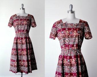 50 red dress. 1950's full dress. red & white print dress. full skirt. m. 50's dress.