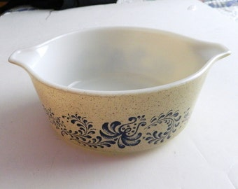 Pyrex Bowl #472 - Homestead pattern  Speckled beige with Blue Flowers 1976