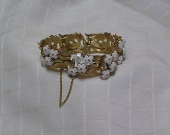 Crown Trifari white bakelite 1950s flower clusters in wavy gold tone links rhinestone studded bracelet