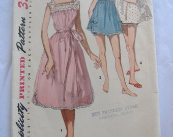 Simplicity Pattern 1553, Junior Misses' and Misses' Shortie Nightgown and Panties, Size 12, Bust 30
