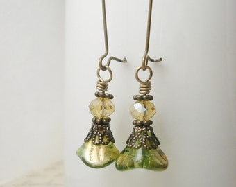 Green Czech Glass Flower Earrings, Green Flower Earrings, Glass Flower Earrings, Light Green Drop Earrings, Antique Brass Earrings