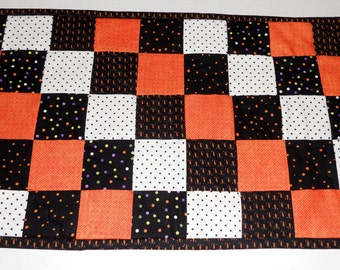 Halloween Quilted Table Runner, Quilted Table Topper in Black and Orange, Halloween Table Quilt, Patchwork Table Runner, Halloween Decor