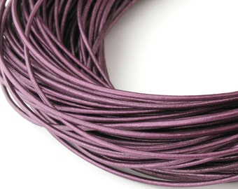 LRD0110064) 1 meter of 1.0mm Berry Metallic Round Leather Cord