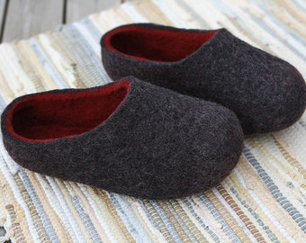 Hand made felted wool slippers. Dark Grey withBurgundy inside. Made to order.