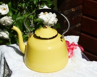 Large Vintage Yellow Enamel Teapot - Vintage French Enamelware Kettle - Kitchen Decor - Country Farmhouse