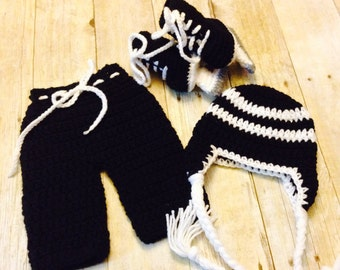 Ice hockey player costume, Crochet newborn ice hockey skate set, newborn to 12 months, newborn prop, photo prop, baby prop, baby shower gift