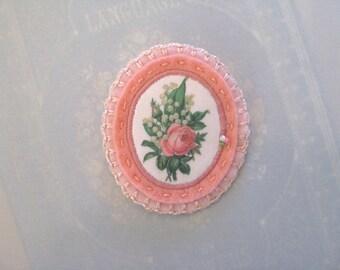 pink flower pin brooch - pink lightweight felt brooch - botanical victorian print brooch - felt brooch - flower buquet brooch - gift for her