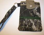 Cell Phone Wallet / Wristlet - Mossy Oak Breakup Camo Pattern **Free Shipping**