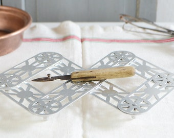 French Trivet Expanding folding collapsible extending  Wheels Sun