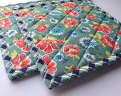 Floral and Plaid Kitchen Pot Holders Set