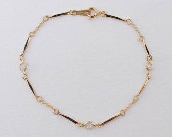 Vintage 1984 Signed Avon Simulated Diamond Accent Size MEDIUM Gold Tone Clear Austrian Lead Crystal Bracelet