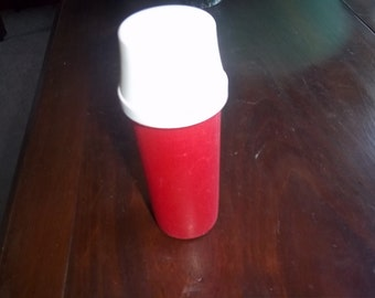 Tupperware Ketchup or Mustard Push Dispenser Perfect for your next picnic outing