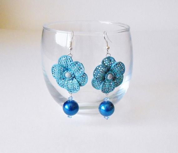 Cornflower Blue Floral Earrings, Glass Pearls & Crystal Drops, Big Flowers, Retro Chic, Cobalt blue, Dangle earrings, Vintage style