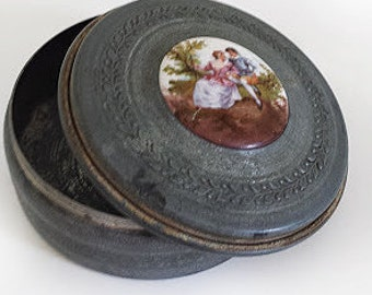 Vintage Mirror Compact with Victorian Couple/ Victorian Style Mirror Compact - Compacte et de Miroir.