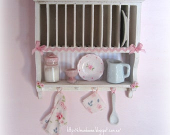 Miniature dollhouse furniture drainer. Scale 1.12