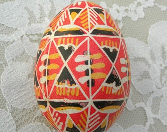 Batiked Real Eggshell, tribal look, Eggs from 'Round the World, collectible egg