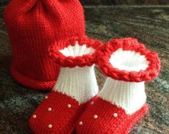 Handmade knitted baby hat and booties set