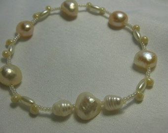 Freshwater pearls bracelet.