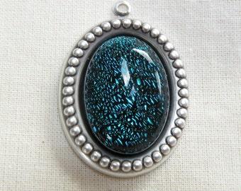 a vast of colors romantic pendant