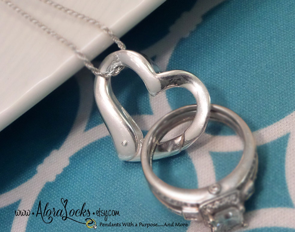 Wow super new wedding rings Heart wedding ring holder necklace