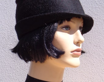 Flapper black hat, felted hat, felt cloche, 1920s inspired hat, art deco fashion, vintage inspired, winter hat, winter accessory