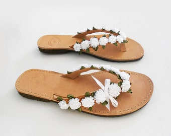 White Sandals, Bridal flip flops, Bridal Slippers, Wedding Party Flats, Floral Sandals, Beach Wedding Flats, Leather Flip Flops , Retro