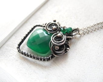 Wire wrapped silver necklace, green Onyx necklace, emerald green jewelry, luxury necklace, celtic necklace, sterling silver and gemstone
