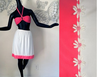 Vintage 60s MOD Vanity Fair Half Slip Rockabilly PinUp Bombshell Pink White Daisy Daisies Flower Power Trim 1960s Lingerie Skirt Size Small