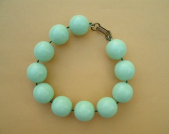 Vintage Mint Green Plastic Bead Bracelet