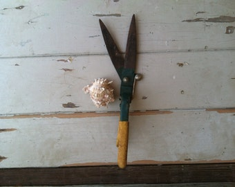 Retro Rustic Gardening Tools - Vintage Hand Trowel + Rose Bush Pruner, Mid Century Gardening Gift, Industrial Decor, Give Vintage Gifts