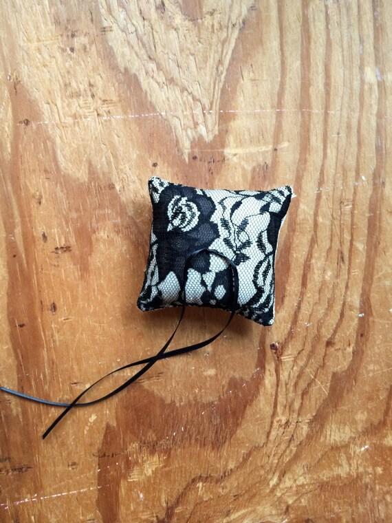 Black Lace Ring-bearer pillow / Wedding, keep-sake