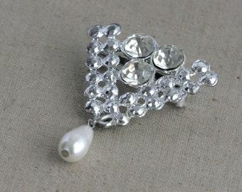Vintage Rhinestone Brooch Pin with Faux Pearl Dangle// Fruitsdesbois Jewelry