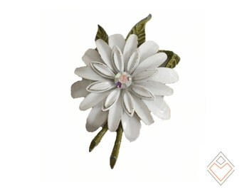 50s shasta daisy brooch / Gardeners Choice / hand painted pin
