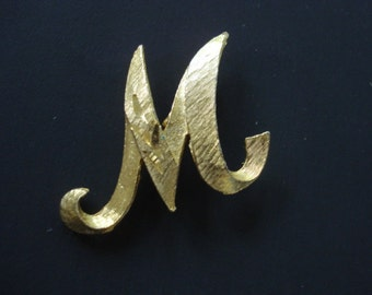 Classic Elegance MONOGRAM M BROOCH Lovely Gold Tone Finish Superb Quality