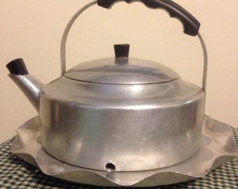 Vintage Tea Kettle Bird Feeder (FREE Shipping)