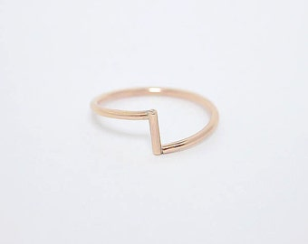 Jagged ring . Gold-filled