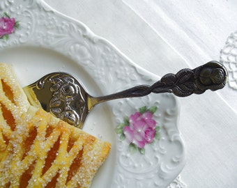 Hildesheimer Rose Pattern Pie Server - 1980s Vintage - Stainless Steel - FPF 18/8 - Germany - Feminine & Frilly - for High Tea / Tea Party